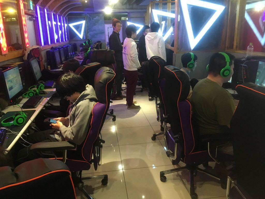 e-sports cafe 新大久保店 PCバンスタイル